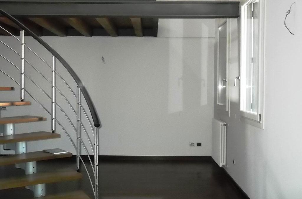 Appartamento ultimo piano palazzo storicoCod. EK56218070