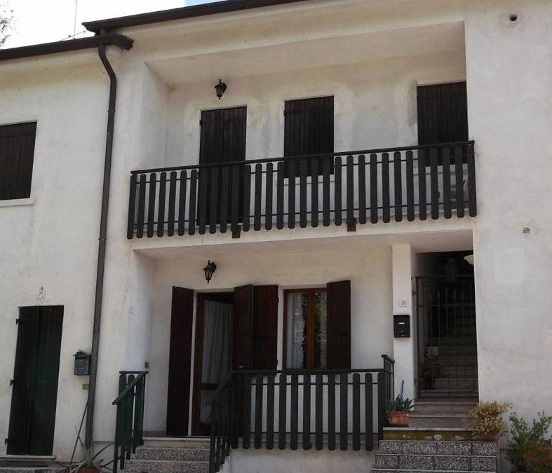 Casa a schiera centrale 3 localiCod. EK65135470