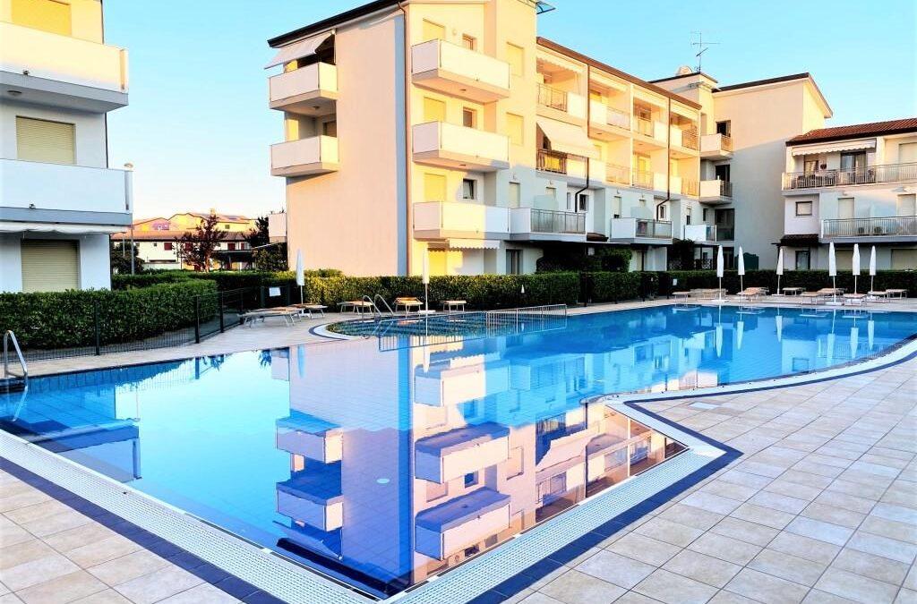 Caorle Appartamento in residence con piscina   Cod. ek-84655528